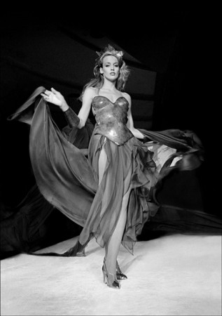 Madelyn Jordon Fine Art ALLAN TANNENBAUM: GRIT AND GLAMOUR Jerry Hall models Thierry Mugler at Bond's disco